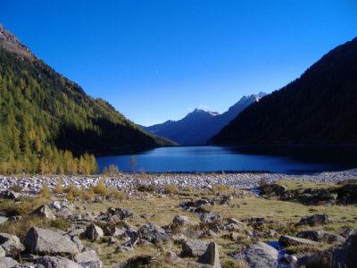 Neves See - man meint in ein enges Tal zu kommen und findet die Weite