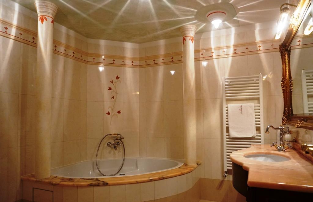 Ferienwohnung Südtirol - mit Sauna und Hallenbad